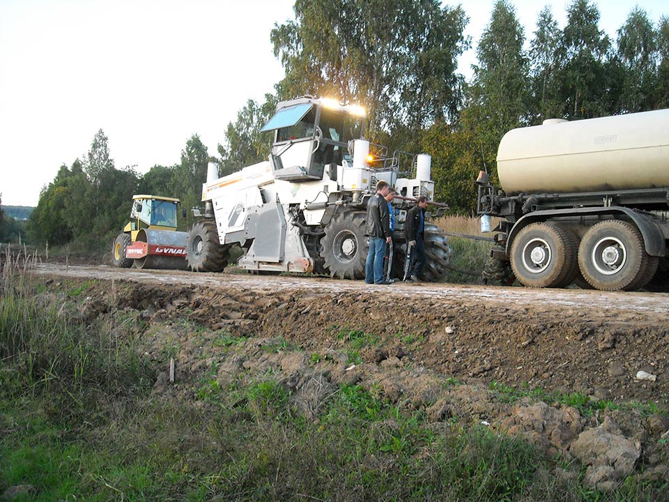 Dirtglue stabilised aggregate roadbase and soil binder